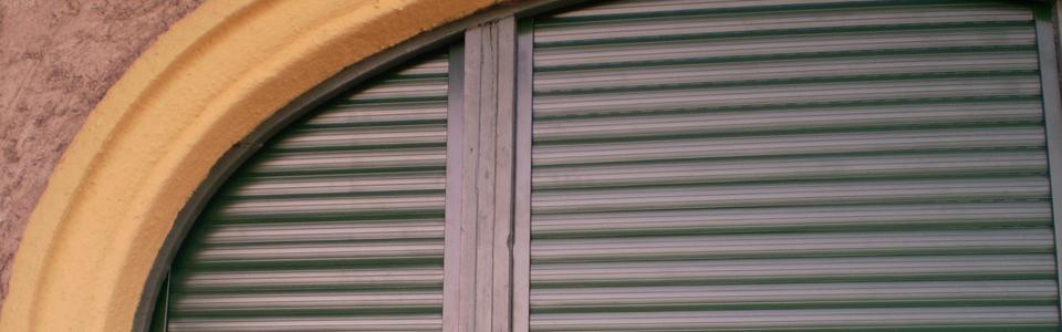 Faredőny tokba beépített alumínium redőny zöld színben